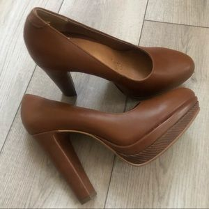 NWOT Brown high heels